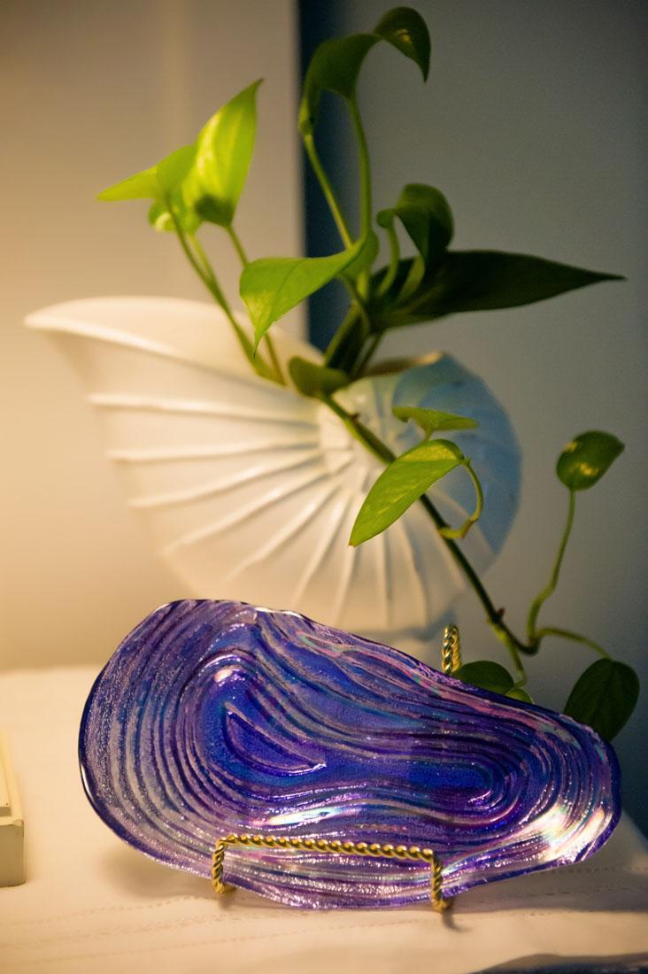 Glass decoration white shell green vine